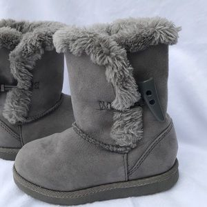 Girls Gray Uggstyle Boots 8 Toddler